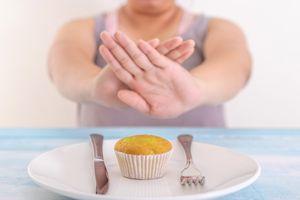 Újabb diéta hódít! Egy nap 8 órán át mindent ehetsz, akár 9 kilót is fogyhatsz egy hét alatt