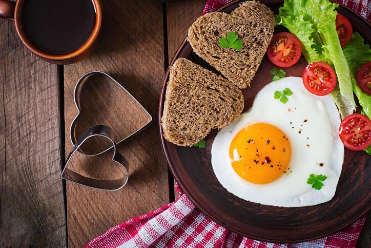 Leleplezzük a reggeli szerepét a fogyásban